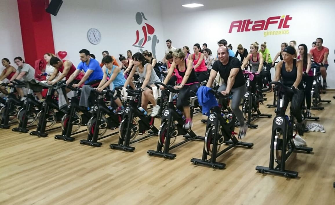 Ciclo indoor t tambi n puedes altafit gym club for Clases de spinning
