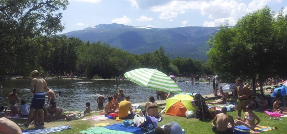 7 piscinas naturales donde refrescarte en madrid for Piscina playa de madrid