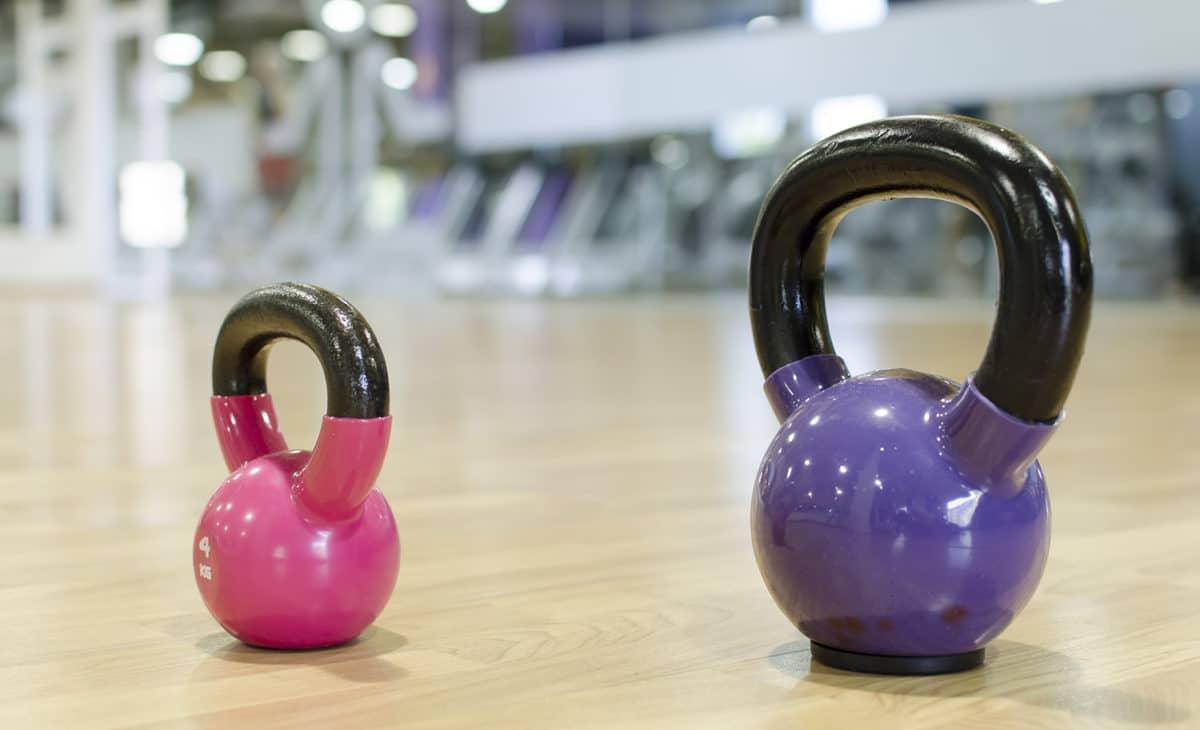 Beneficios del entrenamiento con pesas rusas o kettlebells.