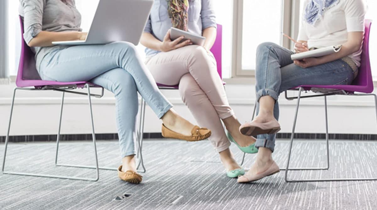 Cuida tu postura, no cruces las piernas al sentarte.