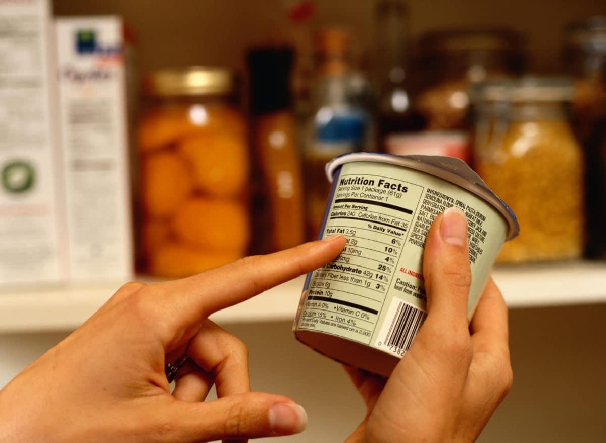 Mira el etiquetado para una compra sana.