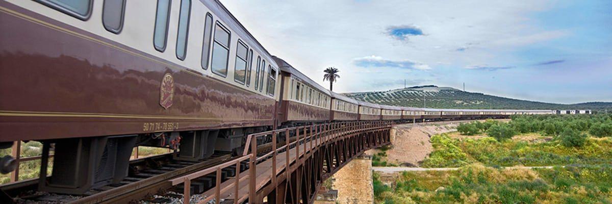 Viajes en trenes turísticos de largo recorrido en España.