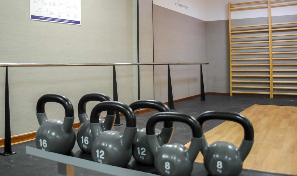 Ejercicios para empezar a entrenar con pesas rusas o kettlebells.