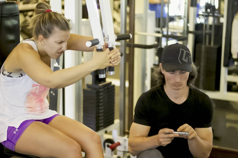 10 Señales que indican que no tienes un buen entrenador en el gimnasio.