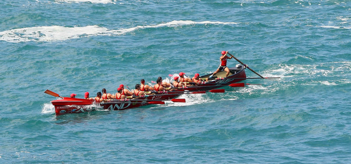 Traineras, embarcaciones a remo propias de la costa cantábrica.