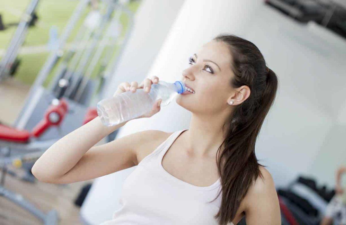 El agua, la importancia de la hidratación para el deportista.