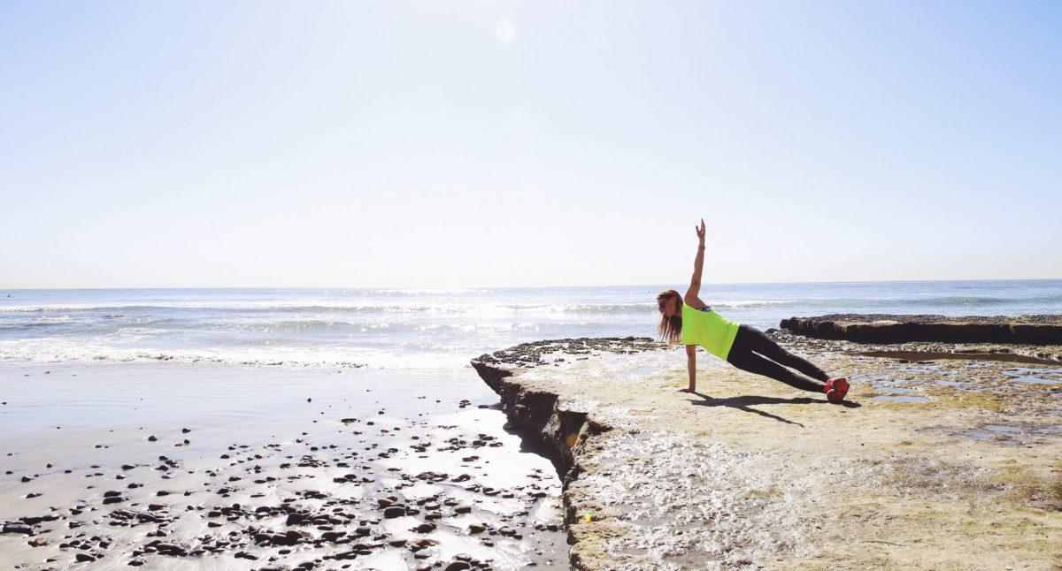 Sigue activo en vacaciones. Ejercicios para entrenar en la playa.